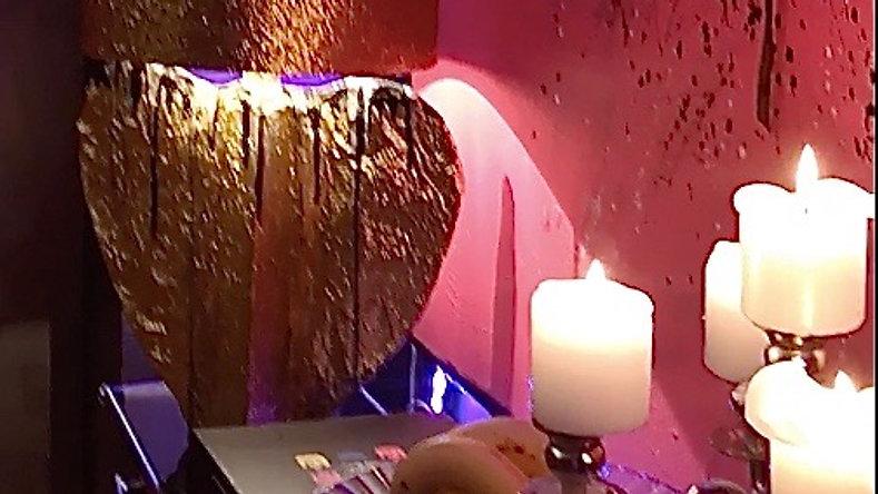 """TRUE L.O.V.E. GOLDEN HEART"" Lamp"