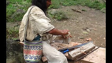 Santiago Torres Creates a Traditional Arhuaco Spinning Tool