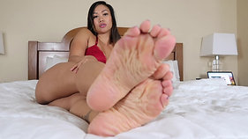 RED SEDUCTRESS (FEET VIDEO)