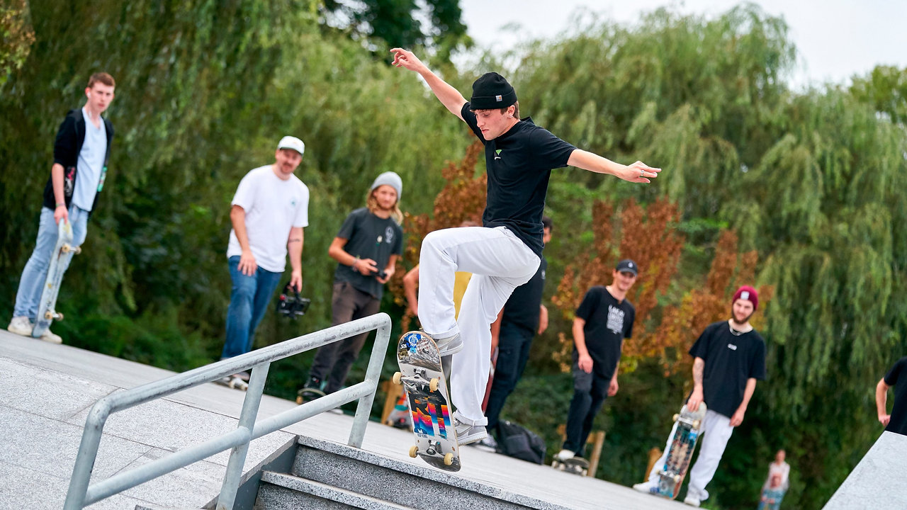 Eat, Skate, Roll Repeat! Oxhey Skate Park TV