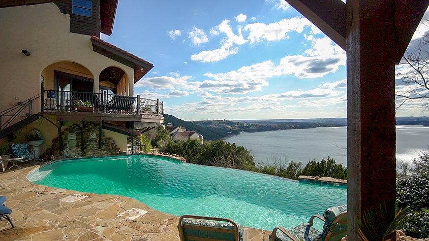 La Villa Vista Resort on Lake Travis