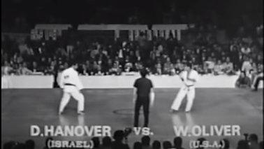 סרטון נדיר של דניס באליפות העולם הראשונה בקיוקושין יפן