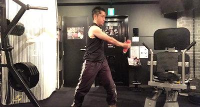 ダンベルを使った少し変わった体幹のトレーニング