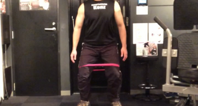 エクササイズバンドで股関節のトレーニング