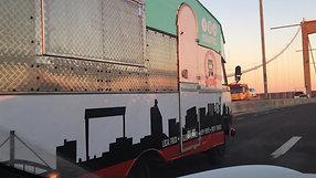 Premiärtur för trucken i morgonsol över Älvsborgsbron