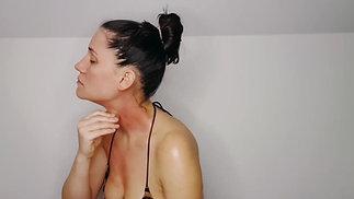 Jacina AKA miss Coyne - coining - kerokan - gua sha demo