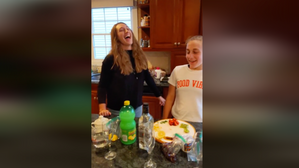 TASTY KITCHEN with Allison Reich and Lindsey! Ice pop party!