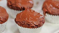 Chocolate & Peanut Butter Cup Cakes