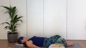Restorative yoga - reclined bound angle pose | no yoga props | 10-20min