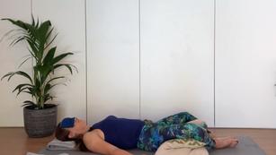 Restorative 10-20min - reclined bound angle pose | no yoga props