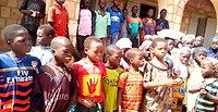 Skolen åbner - børnene synger