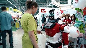 Робот привлекает толпы посетителей на стенд,  общается, отвечает на вопросы, информирует и консультирует