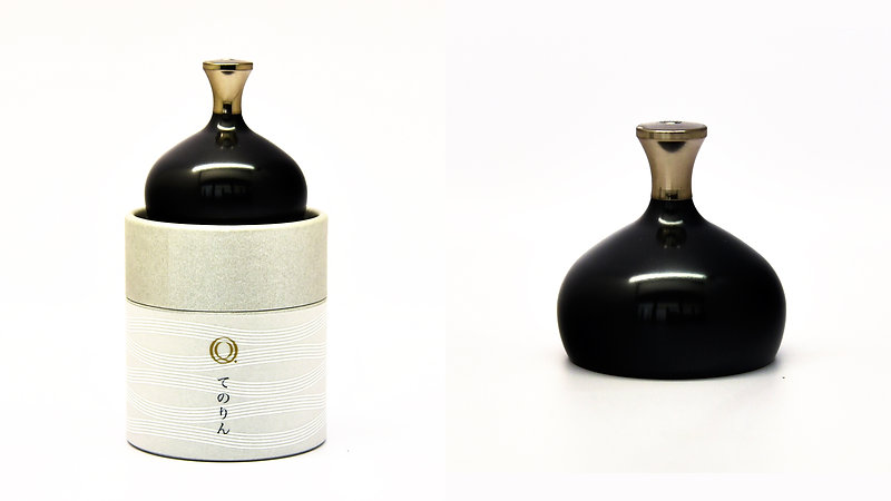 Tenorin bells in black and silver ringing together create a balance sound.