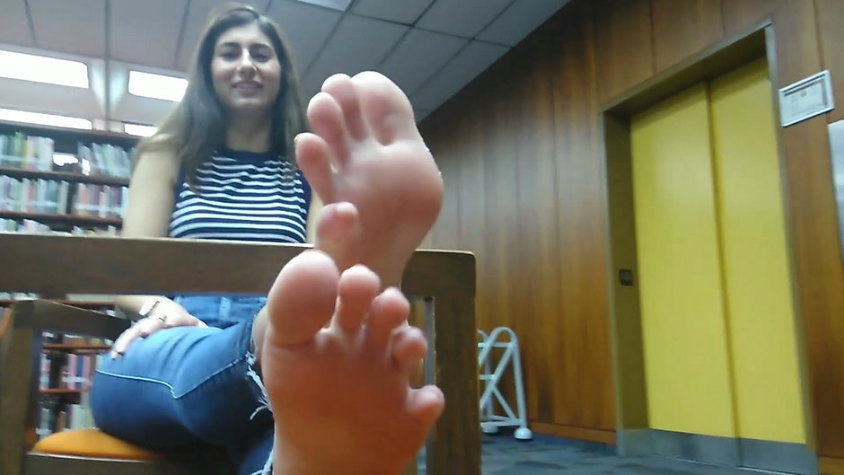 Paola's Red Toes Interviewed at the Library