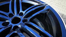 Glanzschwarz mit blauen Flakes
