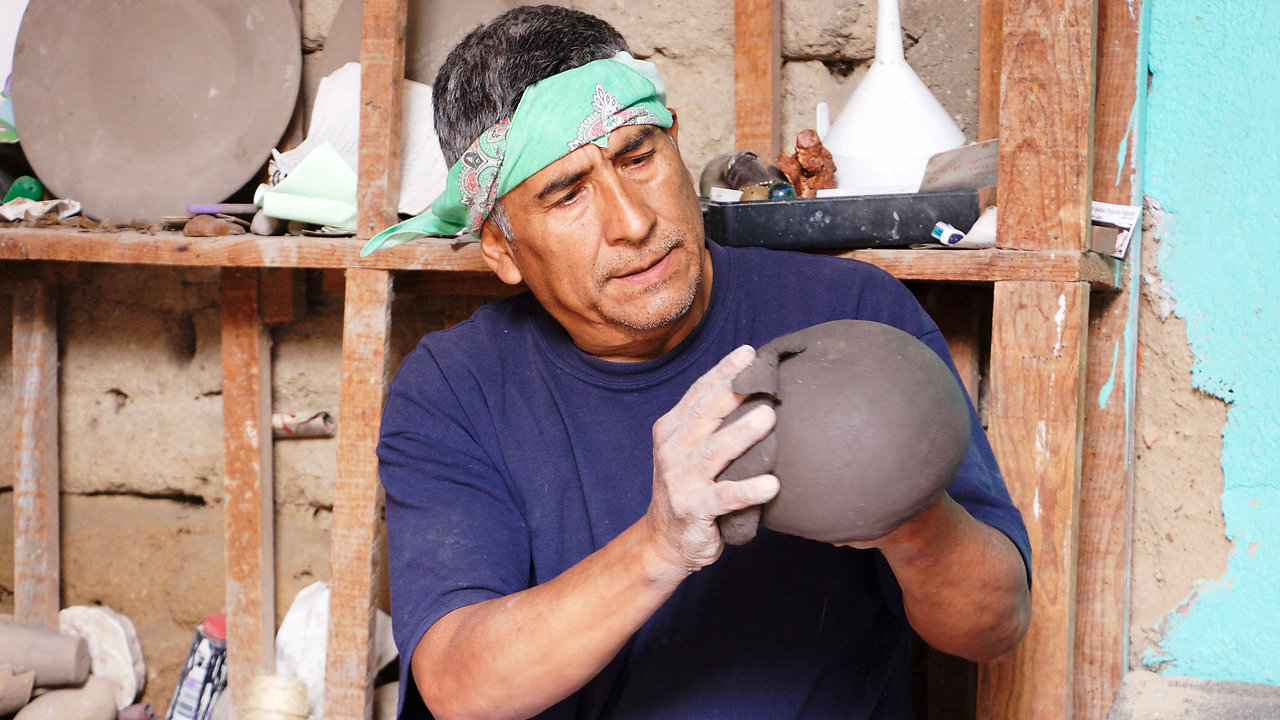 Mexican Pottery Making: Barro Canelo