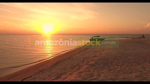 Pôr do sol na praia de Alter do Chão em Santarém