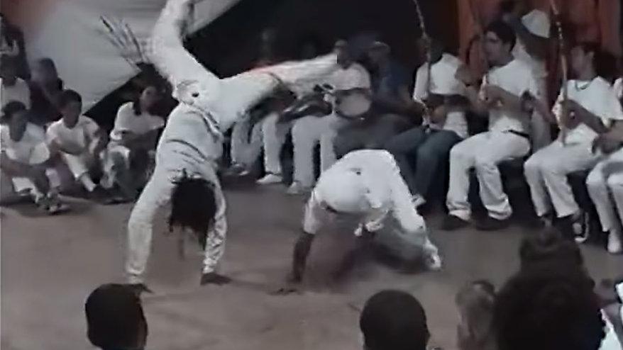 カポエィラアンゴーラの音楽や動きの動画