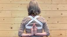 Anjali Mudra variante dans le dos