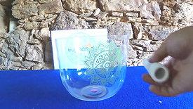 Taça Cristalina Fá3 (171Hz @432Hz) com Mandala verde de 12 pétalas / Crsytal Clear Bowl F3 (171Hz @432Hz) with green Mandala of 12 leaves