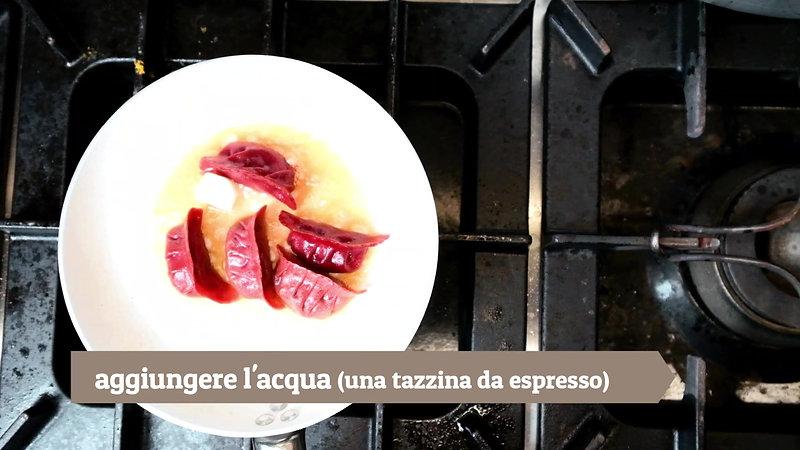 L'Osteria al Gigianca a domicilio | Ravioloni di barbabietola al vapore ripieni cervo e verdure BIO con panna acida e pepe cubebe