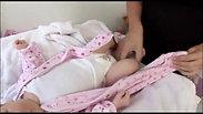 Cách Mặc quần áo cho trẻ