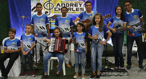 A Escola de Música Andrey Charles realizou uma grande confraternização para seus alunos e familiares.