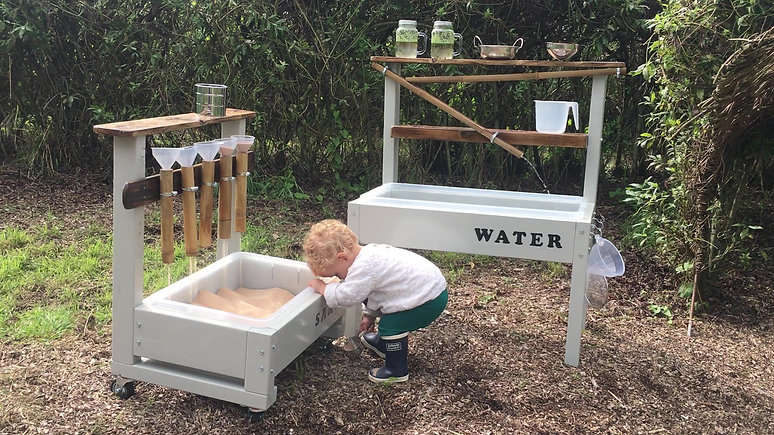 kids sand & water tray station