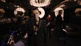 """Du bist alles"" Offizielles Babylon-Berlin-Musikvideo, Woods of Birnam"