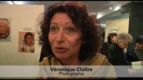 ▶ Exposition _Femmes du monde, mères du nouveau monde_ - YouTube [360p]