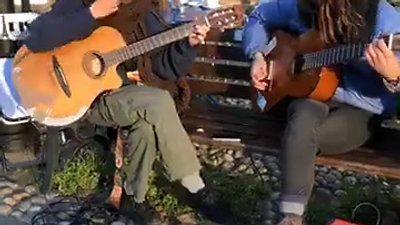 This is Javi Pérez and Cucut Cucuut playing some Rumba tunes live_HD