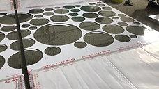 תחילת תהליך של התזת חול על מקלחון