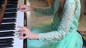 Kali Wynn -- piano