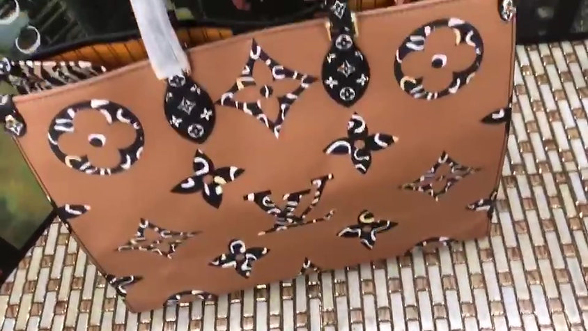 OntheGo  Jungle Tote Lv