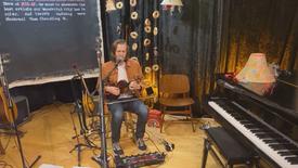 Fiddle-Singing Livesteam