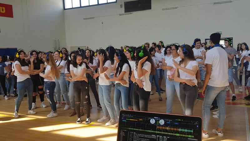 מסיבת אוזניות - סיום בית ספר 200 תלמידים