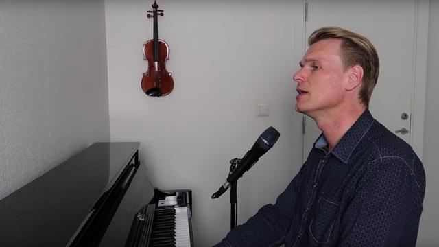 Salmer og kristne sanger - Sveinung Hølmebakk