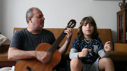 Caetano, 10 anos, canção da pandemia