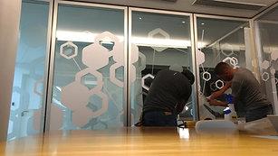 Oficinas Mercedes Benz - Instalación vinilos salas de reuniones