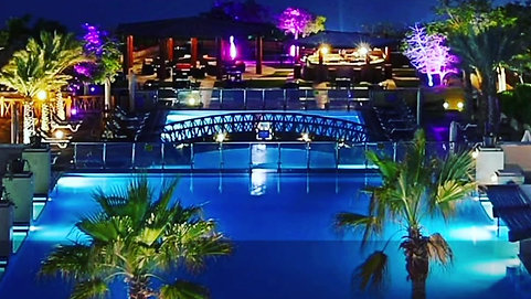 1 Holiday Inn