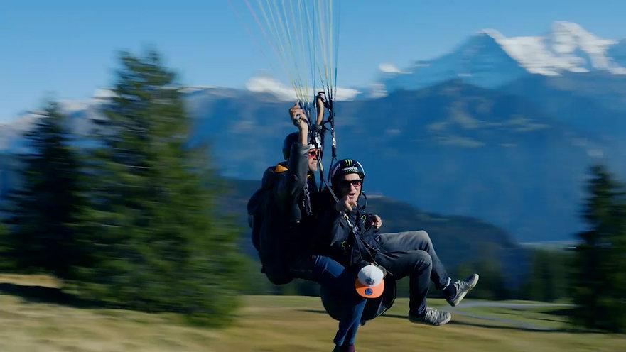 Twin Paragliding Interlaken Gleitschirmfliegen