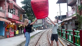 Hailey and Adam Release Sky Lanterns in Taiwan