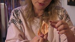 Denise maakt kutkettingen en klootzakken