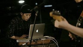Mac, 그 뒤에서 - 자신의 음악으로 세계와 만나다