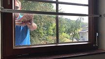 ERABOS® - Einbruchsversuch bei geschlossenem Fenster - Praxistest - Sicherungsriegel / Perspektive von innen
