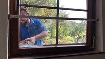ERABOS® Einbruchsversuch bei gekipptem Fenster - Praxistest - Sicherungsriegel / Perspektive von innen