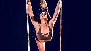 """Giulia Scamarcia_swinging trapeze ES """" BASSO VENTRE """""""
