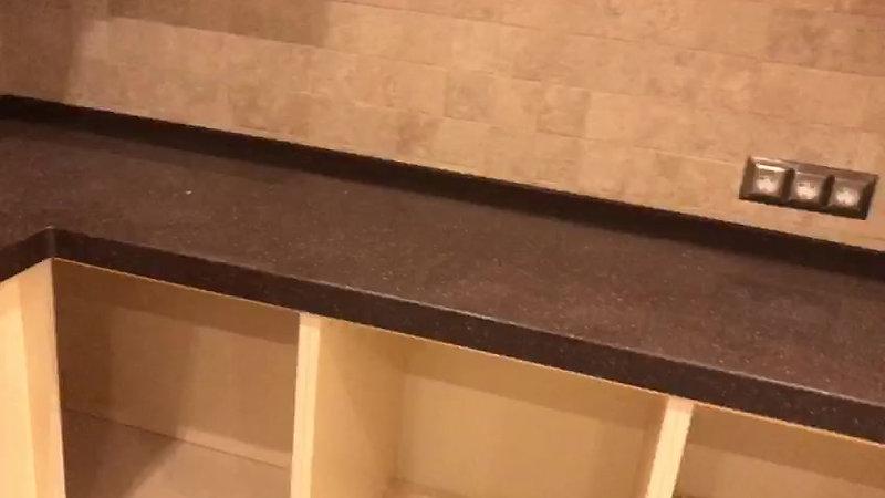 Столешница из акрилового камня с интегрированной мойкой