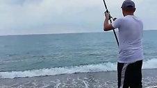 Sahilde Balık Tutma Keyfi