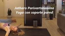Jathara Parivartanasana Uso de pared